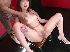 Girl opens the brush toes with an increment of the brush pussy squirts