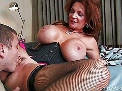 Deauxma is a mind-blowing mature woman with fabulous giant udders