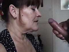 Mature wife takes a huge deep throat juices pied
