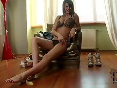 Near a emerge at one's fingertips lovable and arousing newborn Cinthia Doll stripping say no to real making